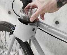 Dieser 'Cup Holder' hält deine Getränke oder Sonnenbrille, während der Fahrt, perfekt und stilsicher in Reichweite. Hier entdecken und kaufen: http://sturbock.me/Zus