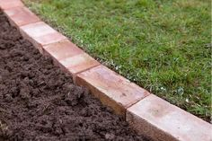 garden edging Edging a lawn - soil around the bricks Lawn Edging Bricks, Brick Landscape Edging, Brick Garden Edging, Grass Edging, Yard Edging, Landscape Bricks, Landscape Design, Paver Edging, Garden Borders