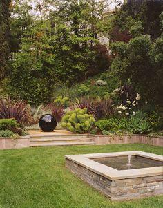 Landscape: lush, a little modern, water feature, sculpture Garden Yard Ideas, Lawn And Garden, Drought Tolerant Garden, Minimalist Garden, Backyard Plants, Outdoor Pictures, Flower Garden Design, Water Features In The Garden, Exotic Plants