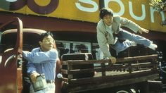 [US] Rumble in the Bronx (1995) - A young man (Jackie Chan) visiting and helping…