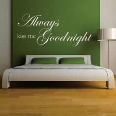 """Adesivo Murale - Good Night. Adesivo murale di alta qualità con pellicola opaca di facile installazione. Lo sticker si può applicare su qualsiasi superficie liscia: muro, vetro, legno e plastica. L'adesivo murale """"Good Night"""" è ideale per decorare la camera da letto. Adesivi Murali."""
