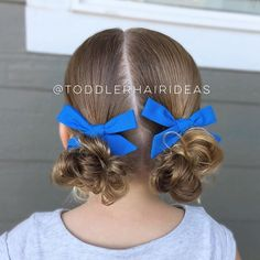 We kept it super simple today with a diagonal part-line and 2 low messy buns! Sometimes less is more!! For a slow messy bun tutorial, head over to my Facebook. For FAQ, click the link in bio! @jewelandjet bows are my current fav right now, they're the perfect size for piggy styles! So many of my other bows are too big to add 2 at once but these are the perfect size!!