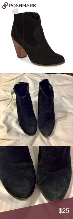 Steve Madden Plover Black Suede Ankle Boots Sz 9 Perfect for going out in the snow or rain. Used condition. Suede is in decent condition. Zipper both work. Please note significant wear on heel. Soles are also in good shape. Steve Madden Sz 9 Steve Madden Shoes Ankle Boots & Booties
