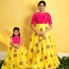buy for contact whats app dress and skirt prices 3200 / Rs fabric Bangalore silk size customize Source by icekopk # Source by KidsBabyMomFashion outfits mother daughter Mom Daughter Matching Dresses, Mom And Baby Dresses, Dresses Kids Girl, Girl Outfits, Family Outfits, Simple Dresses, Frock Design, Baby Dress Design, Long Frocks For Kids