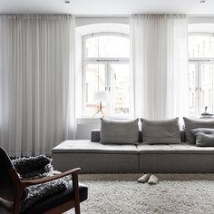Så fin lägenhet till salu hos @fantasticfrank, och jag älskar den enkla och snygga styling som @linneasalmen har gjort  #tillsalu #fantasticfrank #inredning #interior