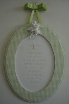Quadro oração Santo Anjo em verde, moldura forrada com tecido de algodão, anjo de gesso e mini terço branco. Pode ser feito nas cores lilás, rosa, bege, azul ou verde. Tecido da moldura pode ser a estampa que a cliente quiser. R$43,00