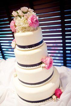 Simple yet beautiful cake! Photo by Kim. #WeddingCakesMinneapolis #WeddingCakes