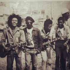 *The Wailers* San Francisco, CA, USA, 1973. Bob Marley, Joe Higgs, Aston 'Family Man' Barrett, Carlton Barrett & Peter Tosh. More fantastic pictures, music and videos of *Bob Marley & The Wailers* on: https://de.pinterest.com/ReggaeHeart/