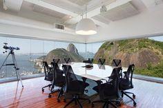 Projetado para ter uma vista privelegiada, esse escritório da Lobo & de Rizzo Advogados ganhou Prêmio de Arquitetura Corporativa. Projeto de Marco Benjamin