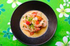 Retrouvez notre délicieuse recette de Moqueca de crevette ou Moqueca de Camarao de Bahia. Un voyage dans l'assiette tellement c'est bon  #Recette #Recipe #Cuisine #brasil #bresil #Gastronomy #Gastronomie #Food #foodporn #crevette #shrimp #moqueca #camarao #seafood #voyage C'est Bon, Cantaloupe, Fruit, Food, Bahia, Yummy Recipes, Food Recipes, Red Palm, Fish Curry