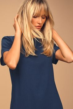 Shimmy, shuffle, and shake in the Shift and Shout Navy Blue Shift Dress! A rounded neckline and short sleeves complete a classic shift style dress at a leg-baring length. Medium Length Blonde, Medium Length Hair With Layers, Medium Hair Cuts, Medium Hair Styles, Short Hair Styles, Hair Cuts Oval Face, Blonde Hair With Bangs, Cool Blonde Hair, Blond Shoulder Length Hair