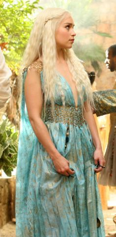 Game of Thrones Daenerys Targaryen Dress, Khaleesi Costume, Period Costumes, Diy Costumes, Costume Ideas, Game Of Thrones Dress, Sea Dress, Warrior Queen, Mother Of Dragons