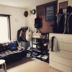 洋服収納をショップ風にディスプレイしてみませんか?   folk - Part 2 Small Space Living, Small Spaces, Japanese Bedroom, Interior Architecture, Interior Design, Man Room, Fashion Room, Home Collections, Home Bedroom