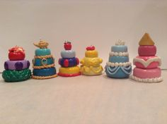 Disney princess cake charms in polymer clay, via Etsy. Fimo Polymer Clay, Polymer Clay Disney, Crea Fimo, Polymer Clay Miniatures, Polymer Clay Projects, Polymer Clay Creations, Polymer Clay Jewelry, Clay Crafts, Disney Clay Charms