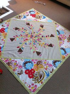 I like the quilt-within-a-quilt idea!