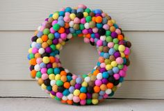 She Makes Pillows: DIY Felt Ball Wreath
