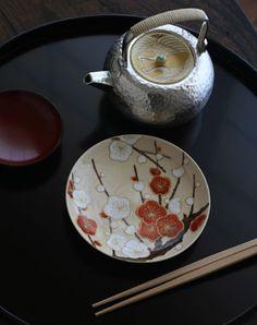 Kiyomizu Pottery, Kyoto 京焼・色絵紅白梅文4寸皿・伏原博之