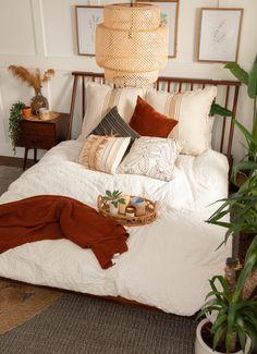 Room Ideas Bedroom, Small Room Bedroom, Home Decor Bedroom, Small Rooms, Eclectic Bedroom Decor, Bright Bedroom Ideas, Bedroom Decorating Ideas, Bohemian Apartment Decor, College Bedroom Decor