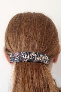 Hårspenne - YarnsnobNB! Dette er en forhåndsbestilling, produktet ventes i nettbutikk i begynnelsen av august.Superpopulær og trendy hårspenne med tekst. Denne spennen har teksten: Yarnsnobi swarowski krystaller.Spennene sitter godt i håret selv på de med glatt hår. Sitter godt i tynt og tykt hår.Den er 11 cm x 3 cm.Supre gaver til den strikkeglade, eller til deg selv. Bobby Pins, Hair Accessories, Band, Beauty, Fashion, Moda, Sash, Fashion Styles, Hairpin