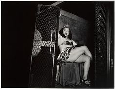Weegee - Transvestite in a Police Van Weegee Photography, Fine Art Photography, Street Photography, Vintage Photographs, Vintage Photos, Great Photos, Cool Pictures, Rose Reference, Famous Photographers