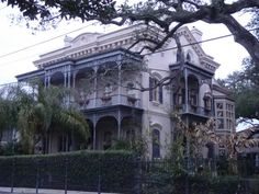 Garden District - New Orleans ------------- so beautiful.