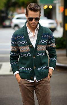 Los suéteres bordados son ideales para las tardes frescas, sin perder el estilo #EstiloTriples
