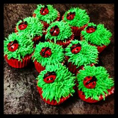 LADYBUG  in Grass Cupcakes