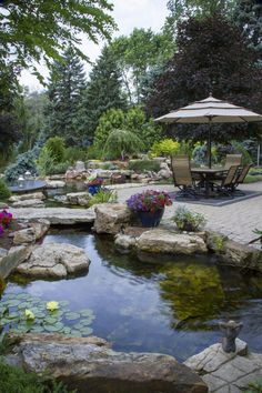 In my humble opinion, you can't have an outdoor paradise without a backyard pond. Enjoy this roundup of refreshing examples of outdoor spaces. 10 Awesome DIY Garden Pond Ideas You Can Build To Add Beauty To Your Backyard Backyard Water Feature, Large Backyard, Backyard Patio, Backyard Ponds, Garden Ponds, Koi Ponds, Backyard Waterfalls, Garden Water, Patio Pond