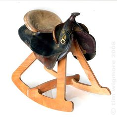Tim Wigmore's Giddy Up Stool - Unique Furniture Design. Repurposing old saddles no longer able to be used for horse riding. I really want one.