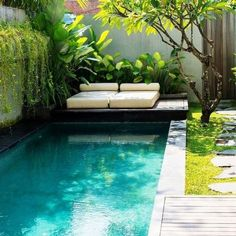 A small swimming pool and its solarium Small Swimming Pools, Small Pools, Swimming Pools Backyard, Backyard Landscaping, Small Backyard Design, Small Backyard Pools, Garden Design, Backyard Designs, Kleiner Pool Design