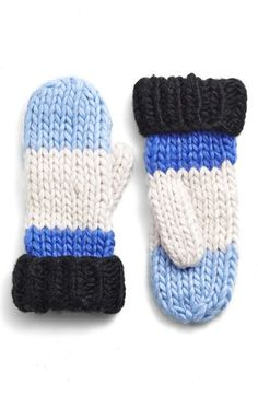 Keeping comfy, cozy, and stylish this Winter thanks to these adorable Kate Spade mittens.
