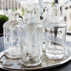 www.formstil.ch kerzenständer aus alten Glasflaschen und Silberplatte. #formstil #meinformstil