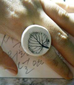 Black leaf Porcelain Ring