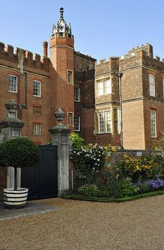 Hampton Court,London     #London #places #travel