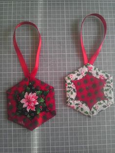 Affordable DIY Fabric Ornament For Christmas Decor 30 Christmas Patchwork, Christmas Sewing, Christmas Fabric, Christmas Crafts, Ornament Crafts, Christmas Projects, Holiday Crafts, Folded Fabric Ornaments, Quilted Christmas Ornaments
