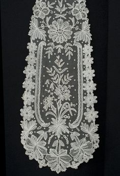 Antique lace at Vintage Textile: #4129 Brussels lace lappett