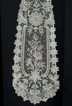 Antique lace at Vintage Textile: #4129 Brussels lace lappett