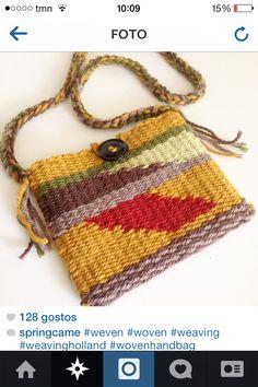 . Pin Weaving, Inkle Weaving, Inkle Loom, Weaving Art, Tapestry Weaving, Loom Knitting Projects, Weaving Projects, Weaving Designs, Weaving Patterns