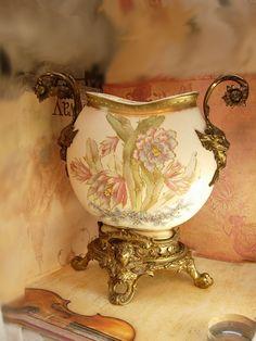 Brides Basket, Vases, Porcelain Ceramics, Painted Porcelain, Victorian Furniture, Vintage China, Glass Art, Old Things, Perfume Bottles