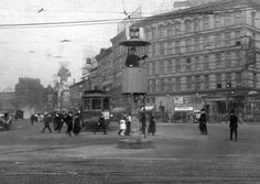 Detroit, the World's first traffic light (1920 ca.) in Michigan Ave and Woodward Ave