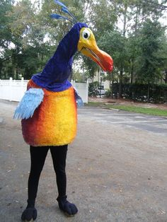 "Halloween 2011 Coolest Homemade Costume Contest Runner-Up. Kevin the Bird from ""UP"" costume submitted by Kaleena from Orlando, Florida. Homemade Disney Costumes, Disney Dog Costume, Disney Halloween Costumes, Up Costumes, Last Halloween, Halloween Inspo, Homemade Halloween, Kids Angel Wings, Kevin From Up"