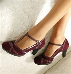 Vintage Shoes Burgundy Mary-Janes- A vintage touch to add to an outfit! Pretty Shoes, Beautiful Shoes, Cute Shoes, Me Too Shoes, Shoe Boots, Shoes Heels, Flat Shoes, Dress Shoes, Converse Shoes