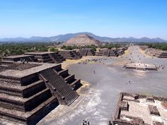 Teotihuacan outside of Mexico City || Click on the photo to discover the most incredible destinations with us :)