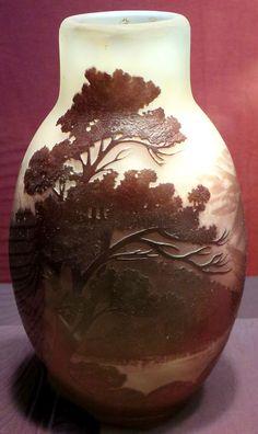 Vase made by Émile Gallé, c. 1900, Dayton Art Institute.JPG