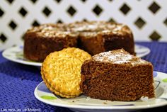 Bizcocho de galletas príncipe, que no lleva harina. Se le puede echar gotitas de chocolate y poner por encima cobertura de chocolate (ganaché).