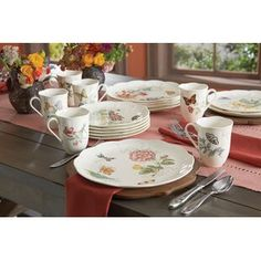 Butterfly Meadow 18 Piece Dinnerware Set, Service for 6 by Lenox Plastic Dinnerware Sets, Porcelain Dinnerware, China Dinnerware, Crockery Set, Lenox Butterfly Meadow, Kitchen Canister Sets, Spode Christmas Tree, Everyday Dishes, Tea Pot Set
