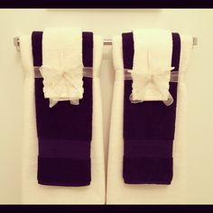 Decorative hanging towels for the powder room! Decorative hanging towels for the powder room! Hanging Towels, Diy Hanging, Diy Projects Bathroom, Bathroom Ideas, Bathroom Towel Decor, Decorative Towels, Chic Bathrooms, Towel Set, Bath Towels
