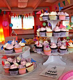 Sokerimuruja : Mini kuppikakut 30-vuotissynttäreille! / Mini cup cakes for 30 yrs Birthday-party! Thanks for the photo: Juhlasuunnittelu Humu