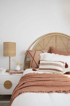 Scandi Bedroom, Minimal Bedroom, Boho Bedroom Decor, Boho Room, Room Ideas Bedroom, Bali Bedroom, Australian Home Decor, Australian Interior Design, Bedroom Cushions