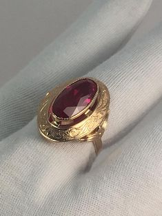 Vintage originale Soviet Rose Gold Ring con ruby in oro rosa Nose Ring Jewelry, Gold Rings Jewelry, Jewelry Design Earrings, Gold Earrings Designs, Gold Jewellery Design, Jewelery, Ruby Jewelry, Mens Ring Designs, Gold Ring Designs